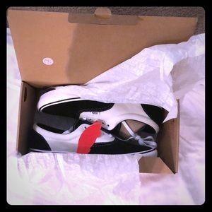 Vans, comfycush Eras, still in box never worn!